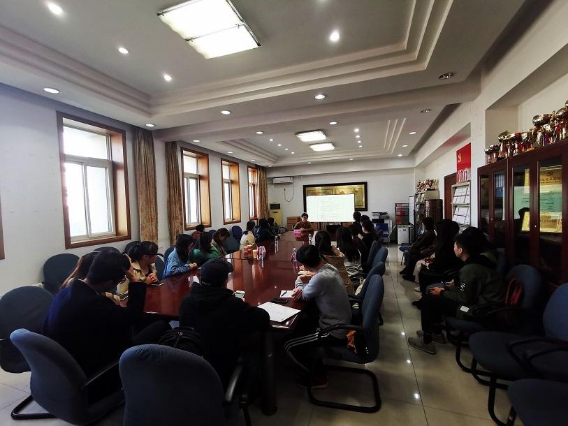 """中国法学会""""法治百科""""项目组 走进中央民族大学法学院"""